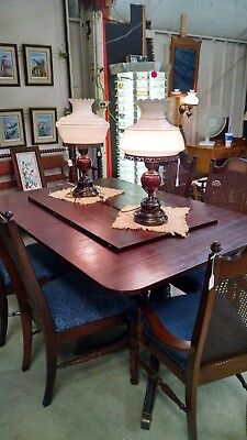 Antique Dinette Table With 6 Chairs And 2 Leaves