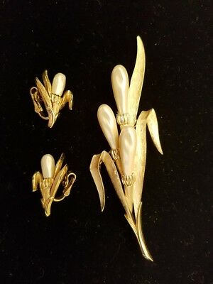 Vintage Trifari Brooch With Matching Earrings-Excellent Condition