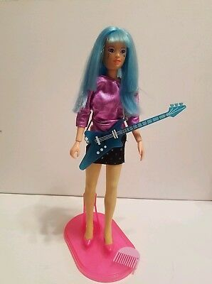 Jem and the Holograms AJA doll, clothes, shoes, stand, Guitar vintage Hasbro