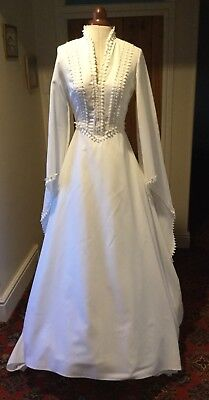 VINTAGE 1970's MEDIEVAL STYLE WHITE WEDDING DRESS WITH TRAIN