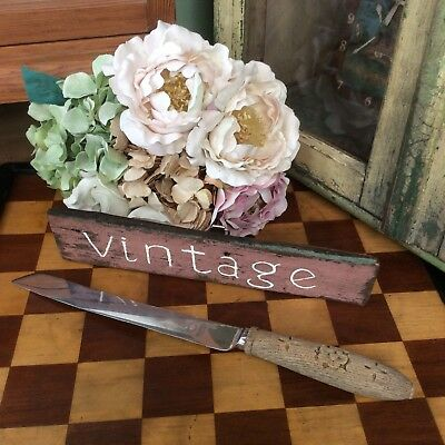 *PrEttY AnTiQuE~ViNtAgE CaRvEd BrEaDbOaRd AccESSoRy~LoVeLy OLd KiTcHeNaLiA*