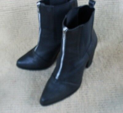Exc. Capture Black Leather Elastic Sided , Zippered Ankle Boots. Sz 10
