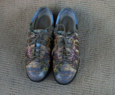 GREAT 'ICON' IMPORTED DESIGNER LABEL FLORAL PATTERNED  FLATS, SZ. 7. rrp $200 +