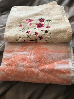 2 Floral Hand Towels