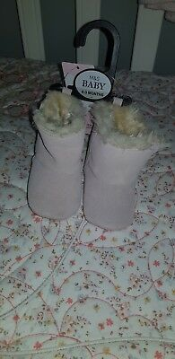 Babygirl pink boots with fur 0-3 months