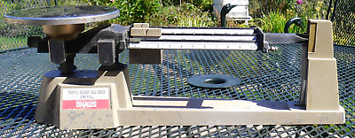 Vintage OHAUS TRIPLE BEAM BALANCE 2610g SCALE - Graduations of 0.1 gram