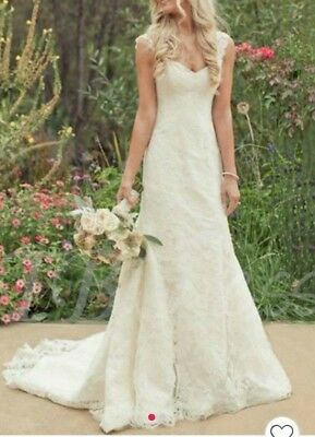 Wedding dress Size 18 more fit a size 16 - Ivory - Brand New