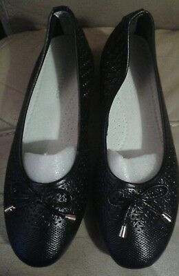 Brand New Heavenly Soles Black Dolly Flat Shoes Size 5E Wide Fit