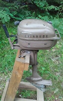 1961 Evinrude Ducktwin Outboard Motor. 3Hp Model Number 3040