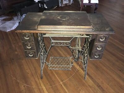 VINTAGE ANTIQUE SINGER Treadle Sewing Machine Table Cabinet Best Pedal Sewing Machine Table