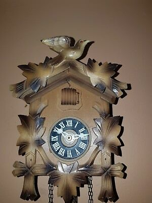 STUNNING LITTLE BLACK FOREST   CUCKOO CLOCK / Fully  Servised