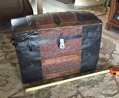 """ANTIQUE TRUNK Spacious & Strong 26"""" wide 14"""" deep 18"""" tall LOCAL PICKUP ONLY"""