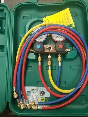 Refco 2-Way Manifold With Charging Hoses