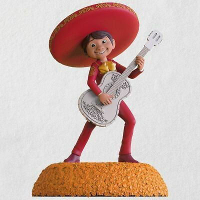 2018 Hallmark Disney/Pixar Coco The World es Mi Familia Musical Ornament
