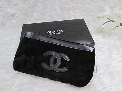 042dadc91653 CHANEL Beauty Makeup Cosmetic Bag Pouch Clutch iPHONE Black Velvet CC VIP  Gift