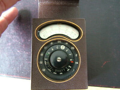 Vintage AVO, Photographic Light Meter. Cased. Lovely. Bakelite Body.