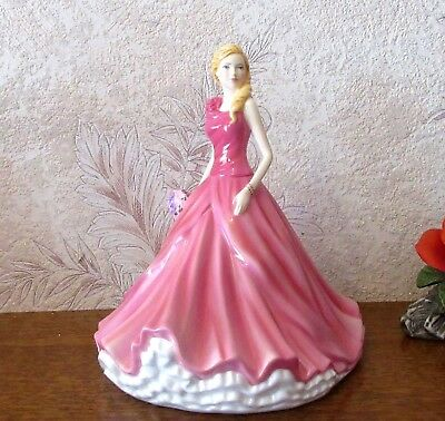 Figurine Royal Doulton pretty ladies en porcelaine - HN 5821