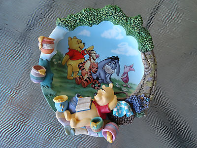 "Bradford 3D Plate 3rd in Issue Winnie the Pooh's Sweet Dreams ""Sweet as Honey"""