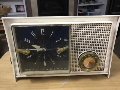 Vintage Retro Mid Century Westinghouse H-753L5 White Electric Tube Clock Radio
