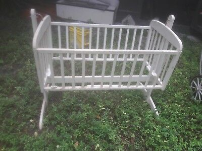 baby vintage white beautiful solid crib. Good condition. Baby worn.