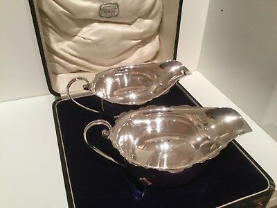 Good Boxed Pair Solid Sterling Silver Sauce Boats Birmingham 1924