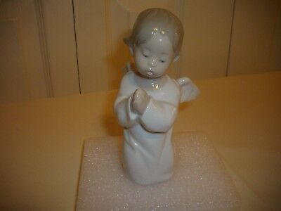 """Precious Lladro Kneeling Angel Made in Spain Numbered 4538, Stands 5 1/4"""" Tall"""