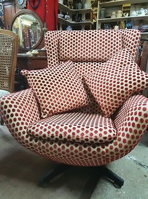Classic Vintage swivel egg chair 1950/60s