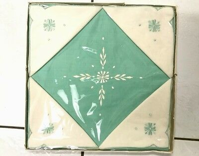 Vintage Boxed Embroidered GREEN CREAM Irish Linen Tablecloth 4 MATCHING Napkins