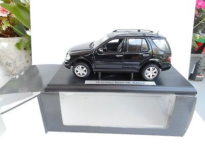 1:18 Maisto Mercedes  ML KLASSE  SELTENER BLACK  DEALER BOX