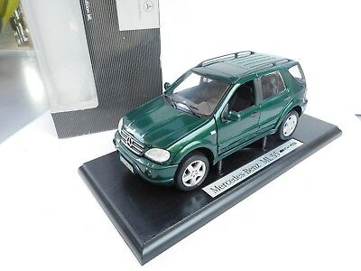 1:18 Maisto Mercedes  ML  55 KLASSE  AMG  GREEN  DEALER BOX