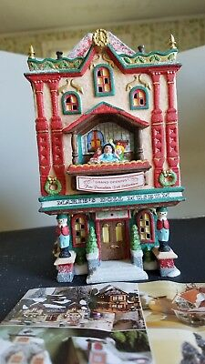"""Dept 56 1999 Retired North Pole Series """"marie's Doll Museum"""" W/box 56.56408"""