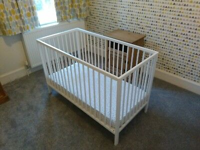 White Balham Cot from Mothercare with Obaby matress, Excellent Condition