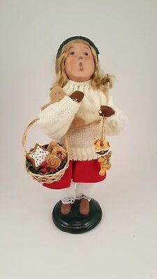 Byers Choice Traditional Family Caroler 2008 female child / gingerbread cookies