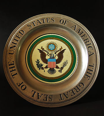 6188:Wandteller,Seal of the United States of Amerika,Wilton Colombia.Ø 27,5cm.