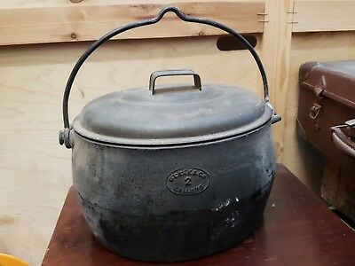 Antique Victorian 19th Century Clark & Co Cast Iron 2 Gallons Hanging Cauldron
