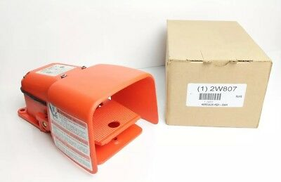 W12 - NEW! Linemaster Heavy Duty Foot Switch, SPDT Contact Form - 2W807, 531-SWH