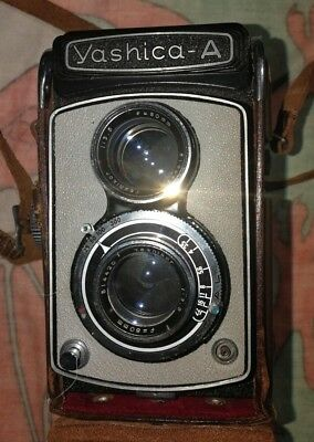 Yashica-A TLR Medium Format Film camera (80mm) in mint Condition