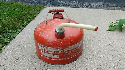 VTG EAGLE METAL GAS CAN 2 1/2 Gallon -Wood Handle Flexible spout and plug/screen