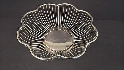 Silverplate Wired Fruit Bread Serving Bowl Basket Scalloped Very Nice Formal