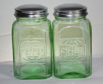 New Green Depression Style Glass Salt and Pepper Shakers Retro Farmhouse Decor 2