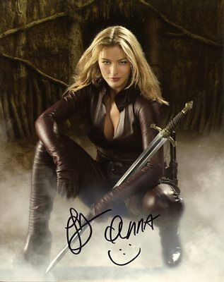 Tabrett Bethell LEGEND OF THE SEEKER In Person Signed Photo  UACC