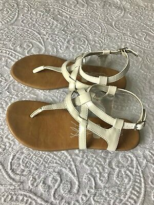 KENNETH COLE REACTION girl's size 4 white strappy buckle sandals