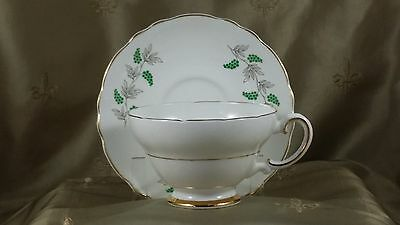 CROWN STAFFORDSHIRE Teacup & Saucer GREEN GRAPES & VINES England   EXCELLENT