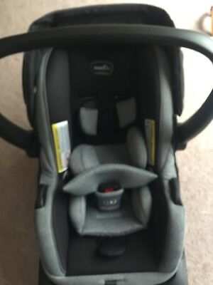 Evenflo LiteMax 35 Rear Facing Infant Baby Car Seat with Easy Connect Base.