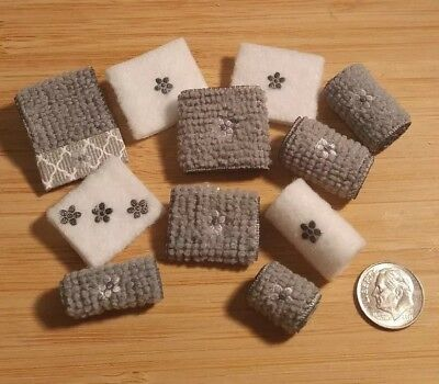 🖤Dollhouse Miniature Bathroom Towels Set On SALE Today Only $$$4.99!!!🖤