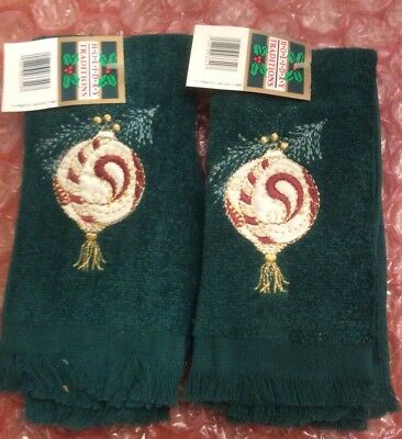 Pair Christmas Fingertip Or Hand Towels Green Christmas Ornament Ball 11 X 17
