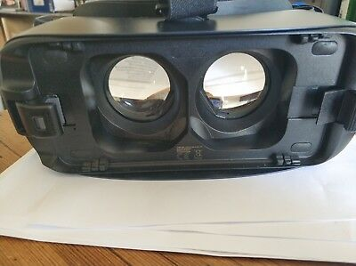 Samsung Gear VR (SM-R323) Virtual Reality Headset 377