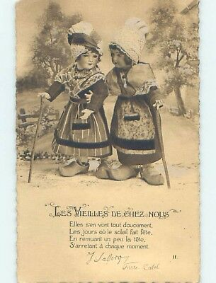 Pre-Linen foreign PAIR OF ANTIQUE FRENCH DOLLS POSED TOGETHER HL8012