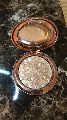 Limited Edition MAC Holiday Highlighter In Whisper Of Gilt