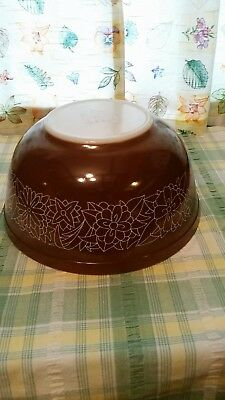 Vintage Pyrex glass Woodland Brown #403 nesting/mixing bowl,  2.5 L